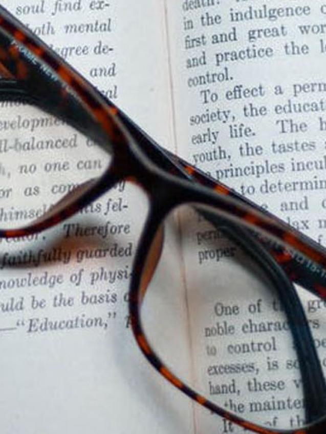 lunette-de-vue-sur-un-livre